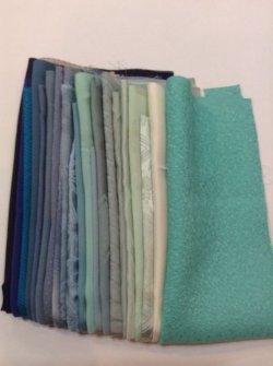 画像1: 古布はぎれ袋  グラデーション青